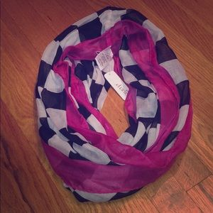 ✨NWT Checkered Infinity Scarf